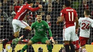 Man United 3–2 Southampton: Ibrahimovic lập cú đúp, mang cúp về cho Mourinho