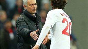 Mourinho đã nói gì với Gabbiadini ở Chung kết cúp Liên đoàn?