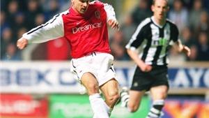 Tròn 15 năm 'siêu phẩm' không tưởng của Dennis Bergkamp xuất hiện