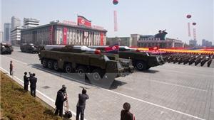 Triều Tiên duyệt binh lớn nhất lịch sử, khoe hàng loạt tên lửa đạn đạo