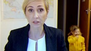 Hài hước: Đây là cách các bà mẹ ứng biến khi con cái chen ngang phỏng vấn trực tiếp