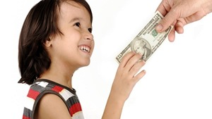 Đừng dạy trẻ tiết kiệm, hãy dạy trẻ cách tiêu tiền và đầu tư