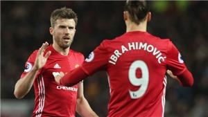 Dù 'ăn ba' mùa này, Man United cũng không được thưởng xu nào