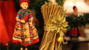 Cây thông Noel độc đáo từ Búp bê dân tộc