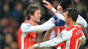VIDEO Arsenal 2-1 QPR: Giroud bị đuổi, Arsenal chật vật ở trận thắng thứ 400 của Wenger