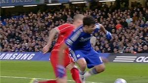 Chelsea bị trọng tài tước 2 quả penalty ở trận thắng Liverpool?