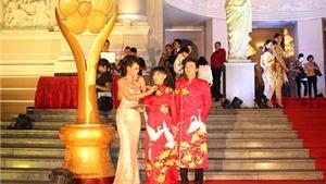 Danh hài Hoài Linh nhận giải Mai Vàng 20 năm