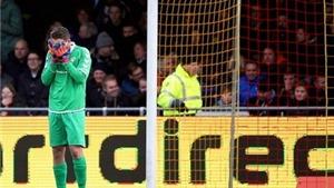 VIDEO: Sai lầm ĐIÊN RỒ của thủ môn ở giải VĐQG Hà Lan
