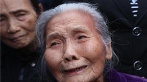 Người dân lặng lẽ xếp hàng dài vào viếng ông Nguyễn Bá Thanh