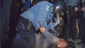 Bạo loạn do phân biệt chủng tộc ở thành phố Ferguson, 2 cảnh sát bị bắn