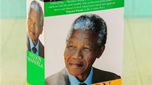 Nelson Mandela vẫn ra tự truyện sau khi qua đời