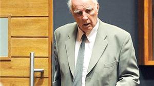 Cựu vô địch Grand Slam Bob Hewitt: Huyền thoại quần vợt trở thành yêu râu xanh