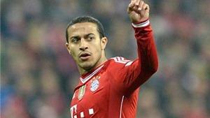 Đạp ngã Kiessling, Thiago may mắn thoát thẻ đỏ và sút quả 11m quyết định cho Bayern