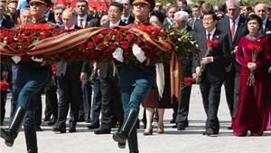 HÌNH ẢNH: Chủ tịch nước Trương Tấn Sang và phu nhân tại Lễ duyệt binh trên Quảng trường Đỏ