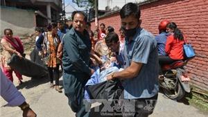 (CẬP NHẬT) Động đất rung chuyển Nepal: 1.129 người thương vong. Người dân Nepal hoảng loạn