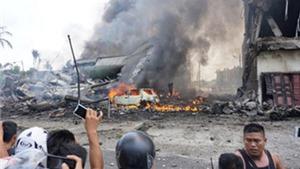 30 người chết thảm vì máy bay quân sự rơi xuống khu dân cư ở Indonesia