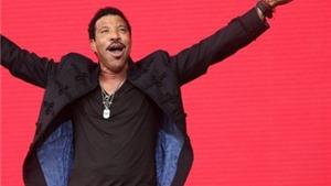 Lionel Richie dẫn đầu BXH âm nhạc Anh sau 23 năm bằng... album cũ