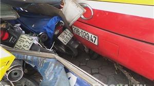 Những hình ảnh kinh hoàng vụ lái xe buýt ngủ gật, đâm hàng chục xe máy ở Hà Nội