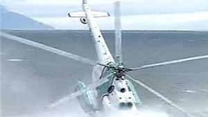 """Trực thăng Mi-8 """"mất lái"""", phi công lệnh cho hành khách nhảy xuống biển"""