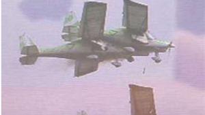 CẬN CẢNH: Rùng mình máy bay đâm thủng bụng nhau trên bầu trời Thụy Sĩ