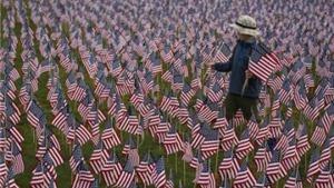 Chùm ảnh người dân Mỹ tưởng niệm các nạn nhân thiệt mạng trong vụ khủng bố 11/9
