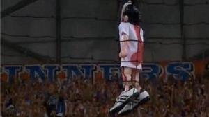 CĐV Marseille treo hình nộm của 'kẻ phản bội' Valbuena
