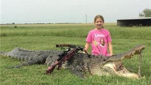 Thợ săn 10 tuổi gây kinh ngạc vì hạ sát cá sấu khổng lồ