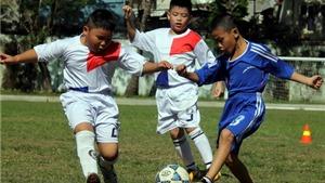 Bóng đá học đường: Đừng để cái khó nó bó...