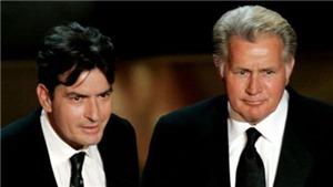 """Cha Charlie Sheen ca ngợi con trai """"can đảm"""" thừa nhận nhiễm HIV"""