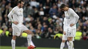 Báo chí thế giới: 'Barca chấp Messi vẫn thắng đậm. Ronaldo là hồn ma, vô dụng'