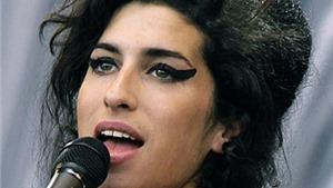 Amy Winehouse được đề cử Nữ ca sĩ xuất sắc nhất 4 năm sau khi mất