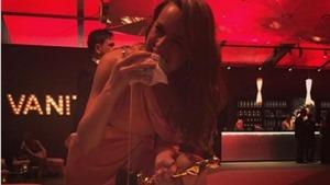 Brie Larson mặc váy dạ hội, đi giày Converse ăn mừng giải Oscar