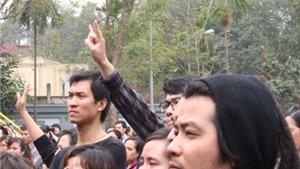 CHÙM ẢNH: Những 'đôi bàn tay' vẫy chào Trần Lập lần cuối