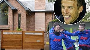 Phil Neville hưởng lợi từ 'bom xịt' Man United
