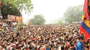 Chùm ảnh: Chen lấn hỗn loạn tại lễ hội đền Hùng