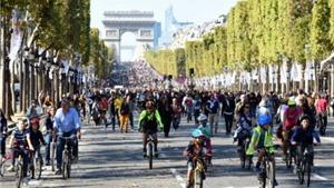 Pháp cấm ô tô trên Đại lộ Champs-Elysees để Paris 'thở'