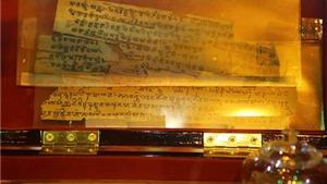 Chiêm ngưỡng bản kinh Phật cổ 2.000 năm tuổi lần đầu tiên ra mắt tại Huế