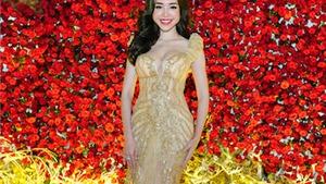 'Bà mẹ hai con' Elly Trần tái xuất catwalk