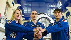 Rạng sáng mai, nữ phi hành gia Mỹ xinh đẹp bay vào vũ trụ cùng 2 đồng nghiệp nam