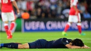 Cavani được CĐV Arsenal CẢM ƠN vì... vô duyên kì lạ