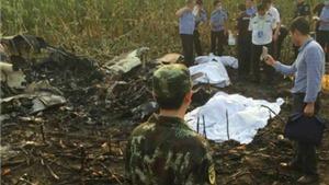 Trung Quốc: Máy bay Made in China lao xuống ruộng, cả đội bay tử nạn