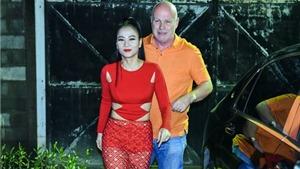 VIDEO khoảnh khắc đẹp: Thu Minh được chồng Tây 'tiếp nước' trên sân khấu Vietnam Idol