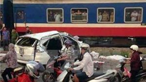 Thủ tướng chia buồn với gia đình nạn nhân tử vong vụ tàu hỏa đâm ô tô
