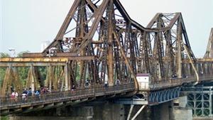 Lại một cô gái trẻ định nhảy cầu Long Biên tự tử