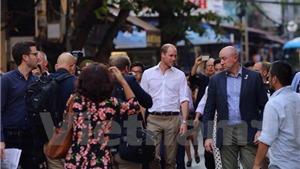 CHÙM ẢNH: 'Cổ tích' về Hoàng tử Anh William trên phố cổ Hà Nội