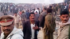 Tai nạn tàu hỏa tại Ấn Độ: 120 người thiệt mạng, 500 người còn mắc kẹt