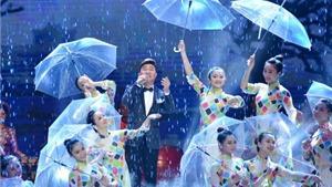 Mưa Huế rơi trên sân khấu Nhà hát Lớn Hà Nội