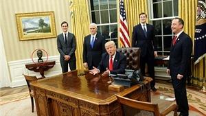 Vừa nhậm chức, Tổng thống Trump thẳng tay 'quẳng' thảm ông Obama từng dùng
