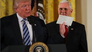 Vì sao Tổng thống Trump chưa tiết lộ nội dung 'thư mật' do ông Obama để lại?