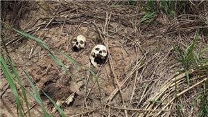 KINH HOÀNG: Phát hiện 30 trẻ em và 44 người lớn trong 17 hố chôn tập thể